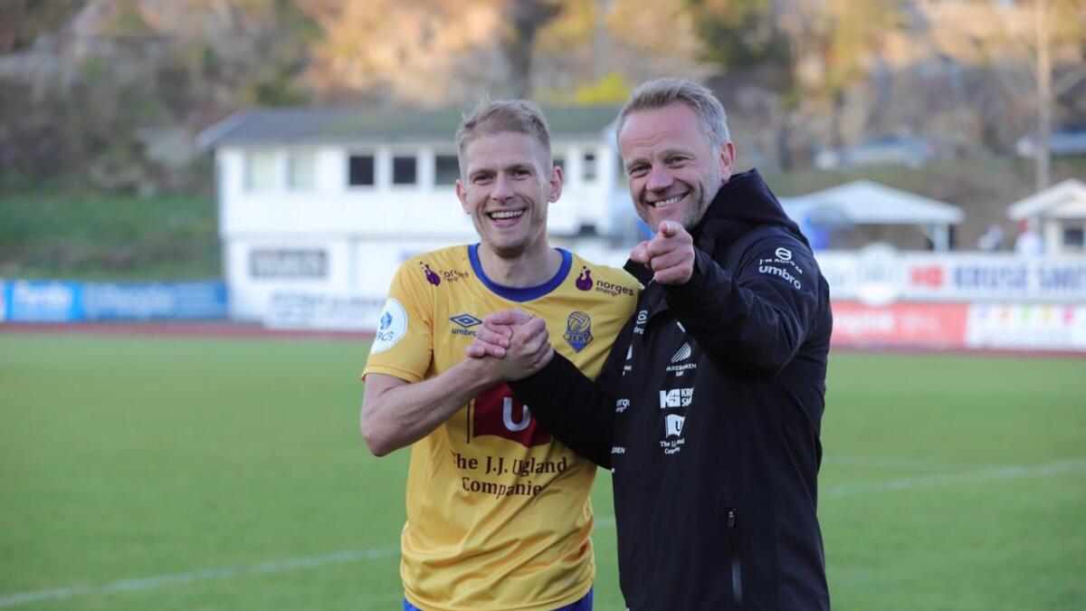 Mathias Wichmann og Jerv-trener Arne Sandstø var godt fornøyde etter sesongens første seier i 1. divisjon.