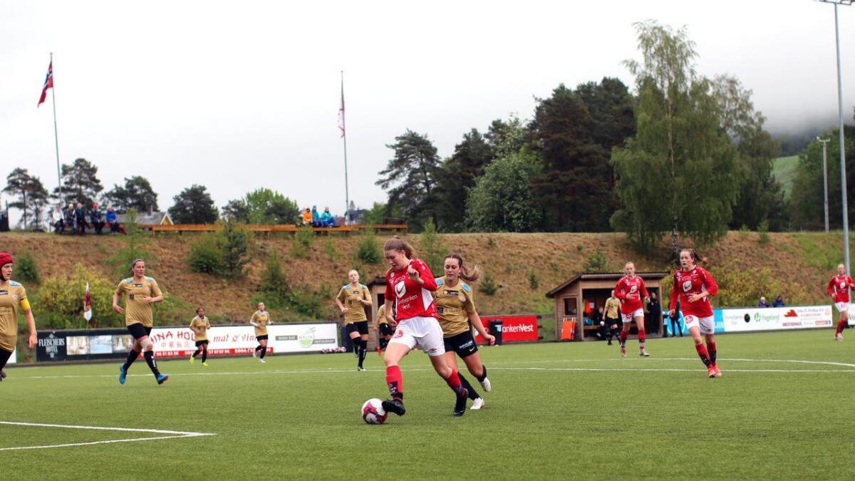 Damelaget til FBK Voss gjekk på ein stjernesmell då dei tapte 0 - 7 borte mot Avaldsnes 2 sundag.  I heimekampen 1. juni (biletet), tapte dei 0 - 1.