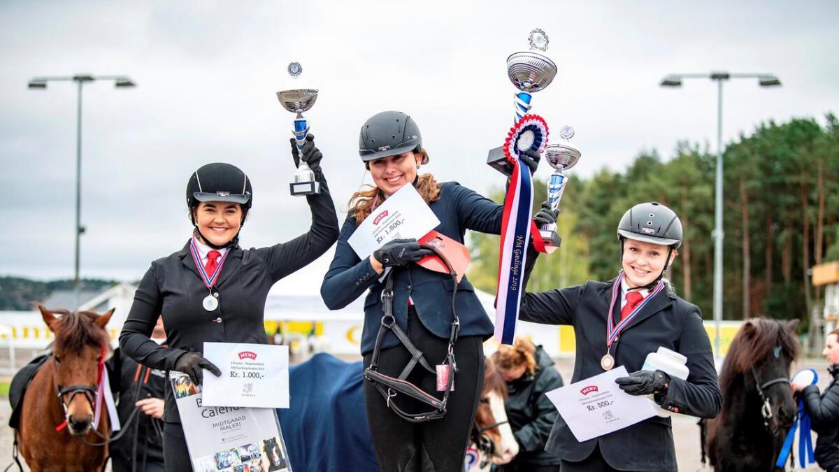 Ida Kathrin Nielsen (midten) vant sin klasse i NM foran Marte Winther Skorgnes og Hannah Johannesen.