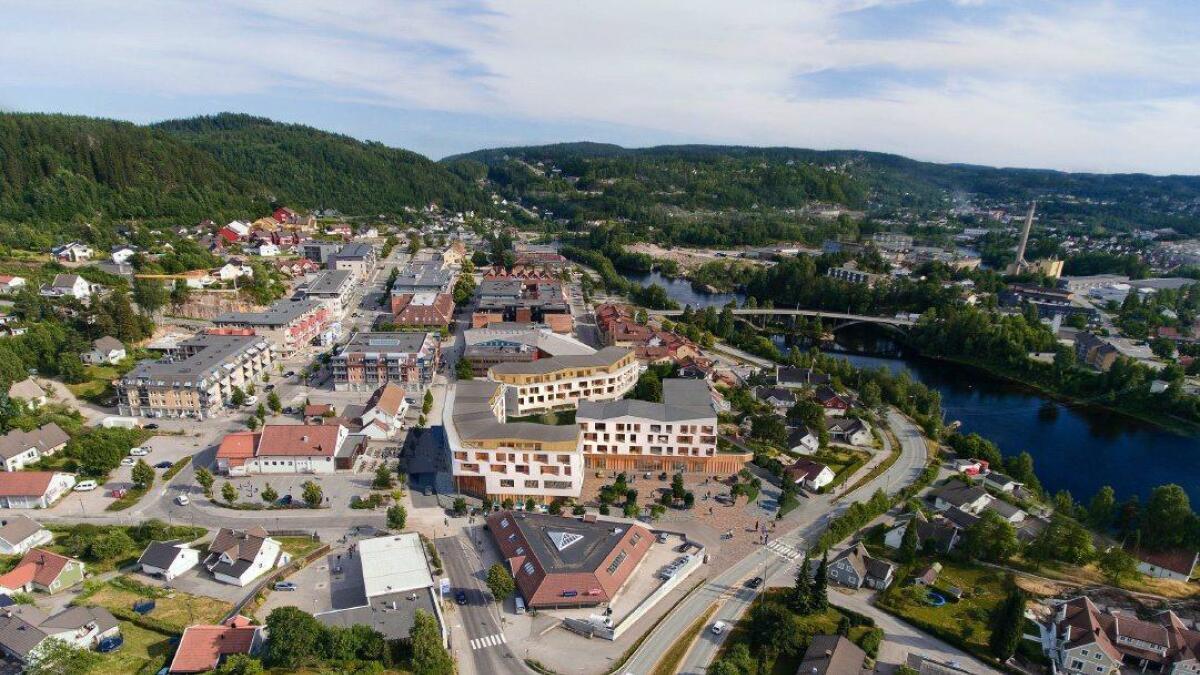 Slik ser Svendsengruppen for seg å utvikle sentrumstomta som i utgangspunktet skulle inneholde et kjøpesenter. Nå tenker man seg tre bygg, og tilbyr kommunen nytt helsesenter i prosjektet.