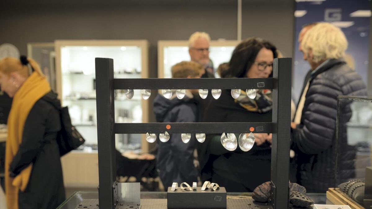 Mange kom for å sjå den nye kolleksjonen til Jens Nesse.