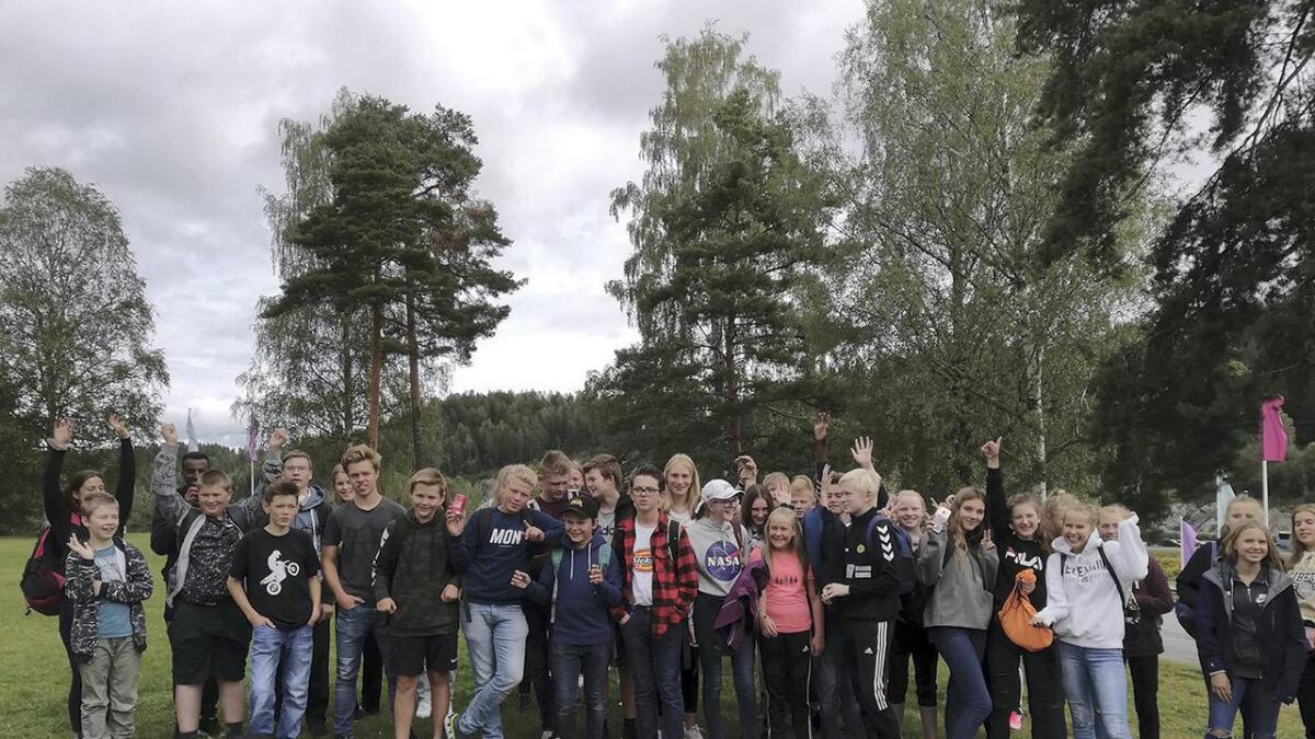 Barn og unge på sommartur til Tusenfryd.