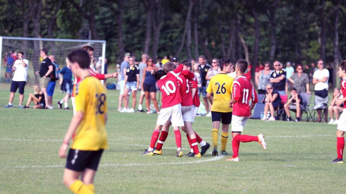 Voss sine 15-åringar jublar etter 1-0-skåring mot Gullhaug frå Holmestrand, i 8-delsfinalen i A-sluttspelet. I kvarten venta Asker, men der tapte Voss 0-1. Alle