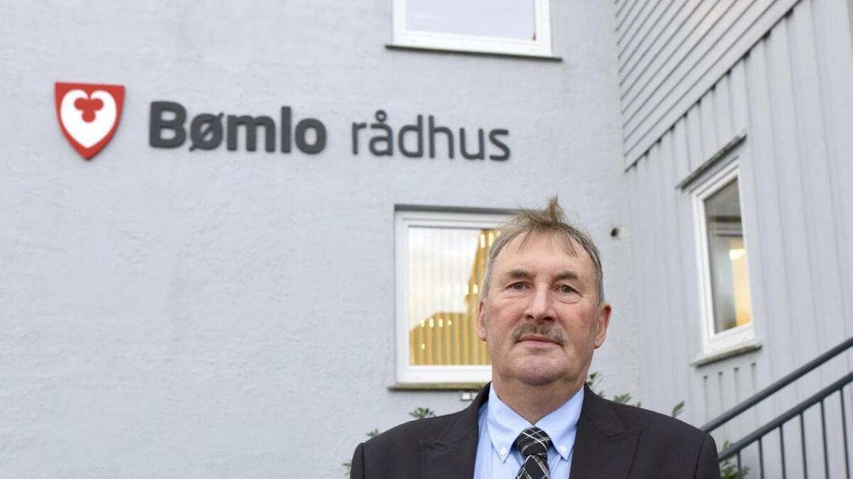 Som ungdom arbeidde han i posten då den var i rådhuset på Svortland. No er Sammy Olsen tilbake som ordførar.