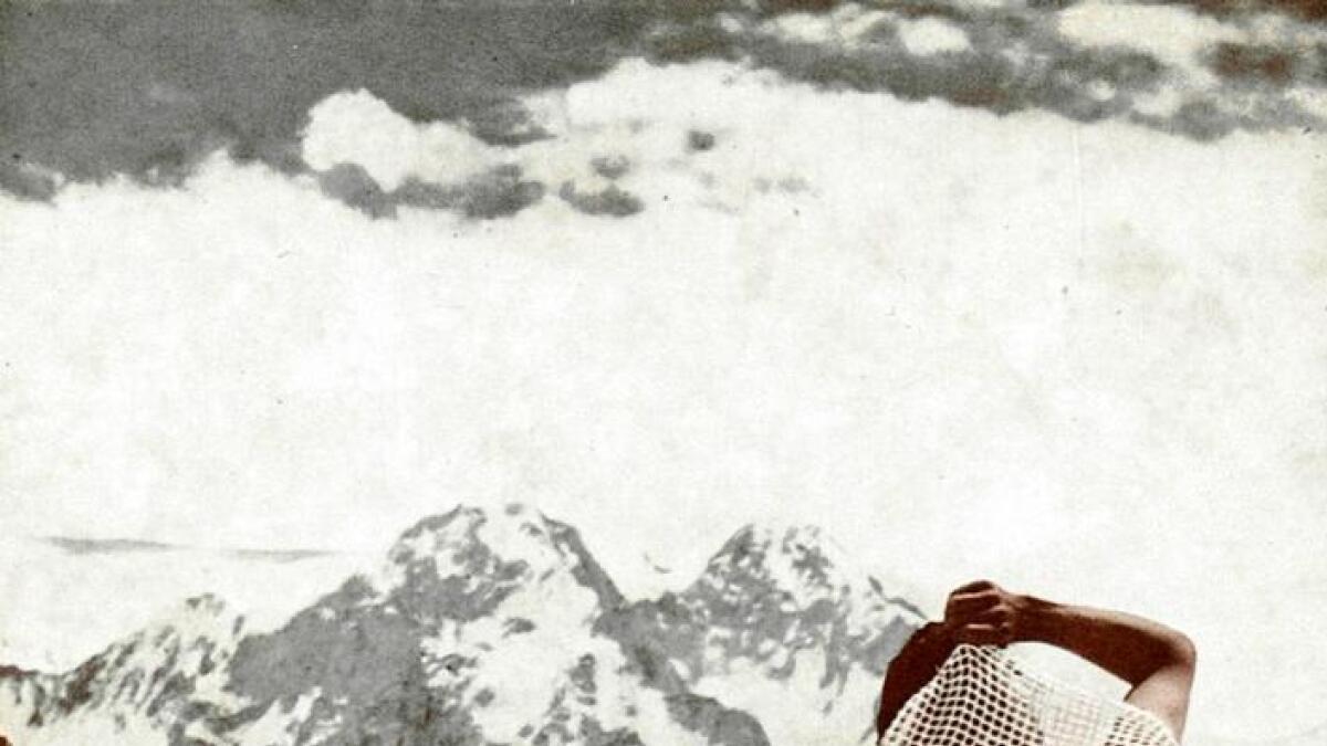 I 1953 var brynja med då Sir Edmund Hillary og Tenzing Norgay tok seg opp Mount Everest.