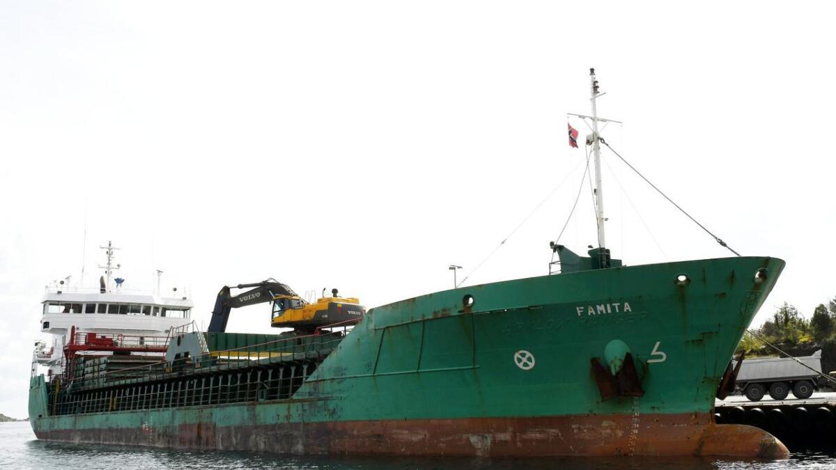 4.500 tonn med grus! Lasteskipet «Famita» hadde med seg grus til asfaltverket på Stoa.