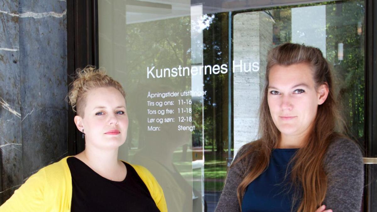 Mari Meen Halsøy (v) og Liv Kristin Holmberg er venninner fra Skien. Begge er antatt på Høstutstillingen som åpner lørdag.