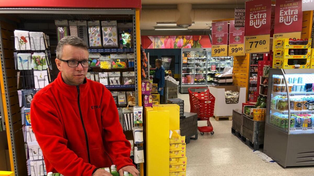 Butikksjef Christian Gjelsvik er glad for at alarm og overvaking fungerte og skremde innbrotstjuven vekk.