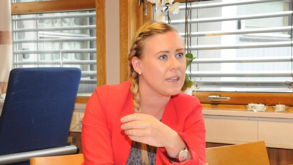 Stortingspolitikar Lene Vågslid (Ap) reagerer på at trafikkstasjonen på Dalen er føreslått nedlagt.