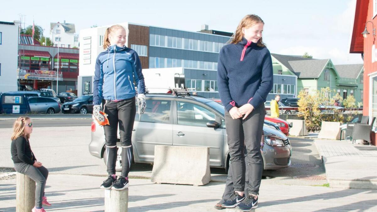 Uten større kajakkerfaring tok ski-tvillingene Ingrid og Maja Sørensen fra Stokmarknes gull og bronseplass i dameklassen.
