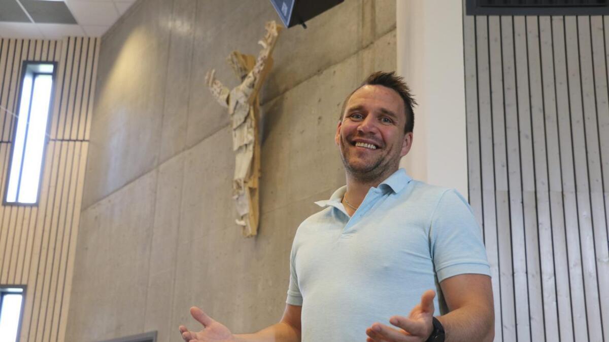 Stian Hansen (35) fra Langesund har levd et hardt liv. Da han i 2008 møtte           Jesus i et syn under en gudstjeneste fant han meningen med livet. I august starter han som pastor i Hånes Frikirke på Sørlandet.