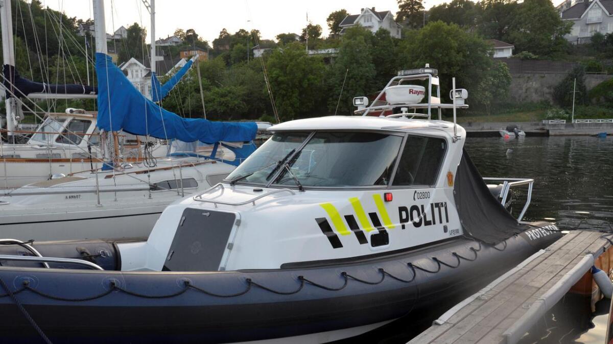 Mannskapet på politibåten hanket inn båtføreren fra Nidelva.