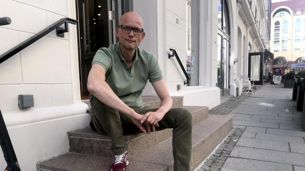 Journalist og forfatter Erik Aasheim var selv ungdomsleder i baptistkirken, og reagerer på at personer som lever i homofilt parforfold ikke kan bli ledere.