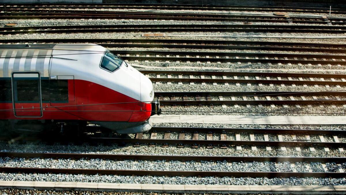 Transportens klimautfordringer ligger i helt andre transportformer enn bane, skriver innsenderen.