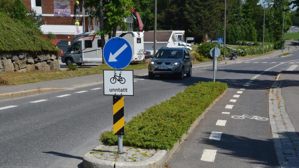 Dette er en av de omstridt trafikkøyene som ønskes bort fra Grooseveien.