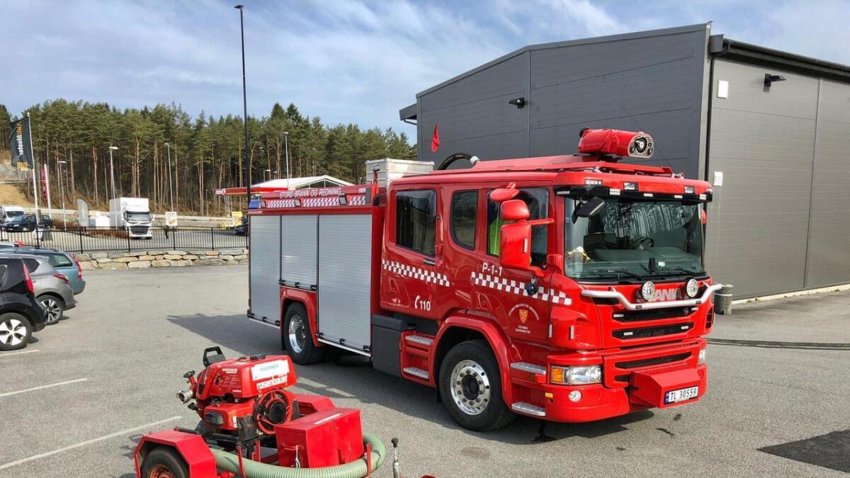 Politiet og brannvesenet rykte ut til brann i ei jolle ved Sponavikjo i dag tidleg.