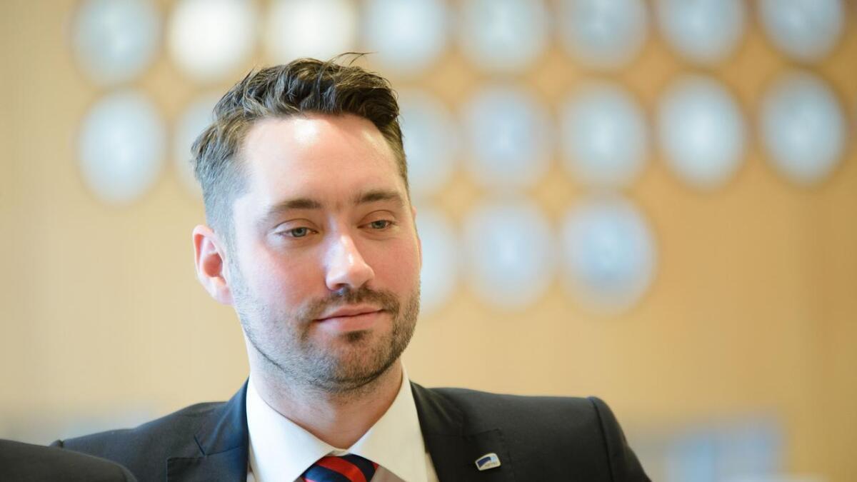 Kvinnherad-ordførar Peder Sjo Slettebø (H) og forhandlingsutvalet tilrår kommunestyret å gå for fusjon mellom Kvinnherad Energi og BKK.