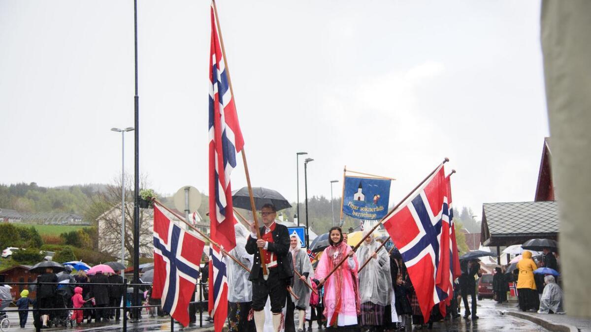 17. mai-feiringa blei våt på Fitjar i 2015. I år blir det strålande fint.