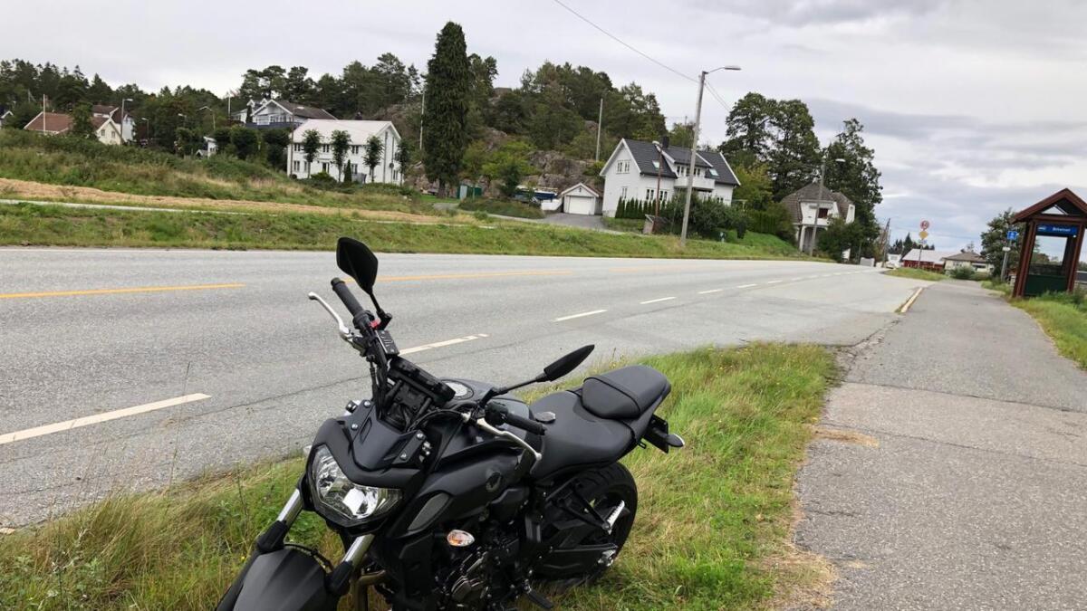 Motorsyklisten kolliderte med en hest på fylkesvei 420 nær Feviktoppen.
