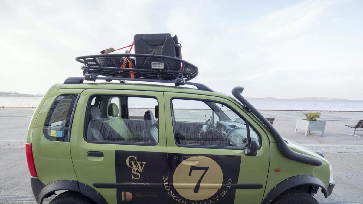 Den vesle opelen er ikkje store bilen, men er no heva, forsterka og utrusta med snorkel for elvekryssing. 18.000 knallharde kilometer ventar.
