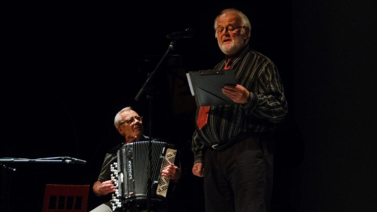 Ørjan Fresvik og Egil Opheim (t.v.) framførte saman med Svein Erik Ruud og Kristian Haraldset mellom anna «Piken i Hamburg» på hjarteleg vis.