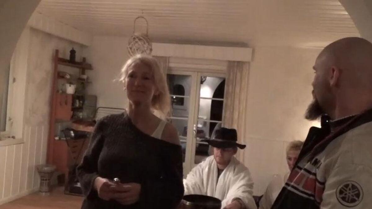 Her har Ingunn Røiseland blitt dømt av den såkalte Folkedomstolen til å bo i huset hun ble kastet ut fra, så lenge hun vil.