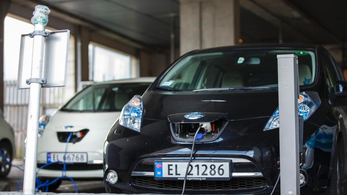 Nesten halvparten av de yngre svarer at det blir elbil ved neste bilkjøp.