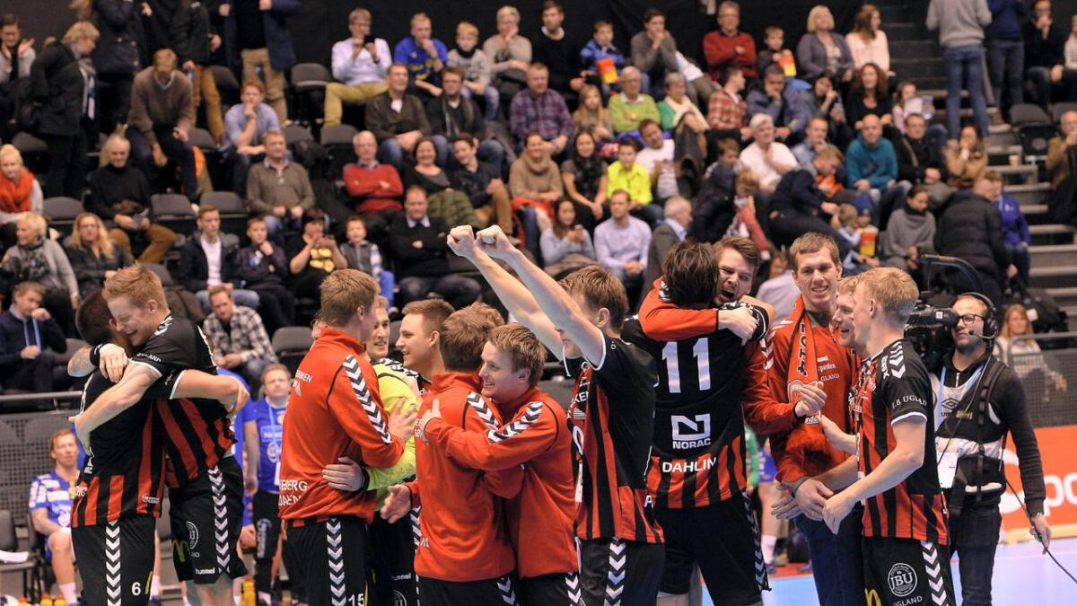 Jubel etter cupfinaleseieren i Oslo Spektrum.