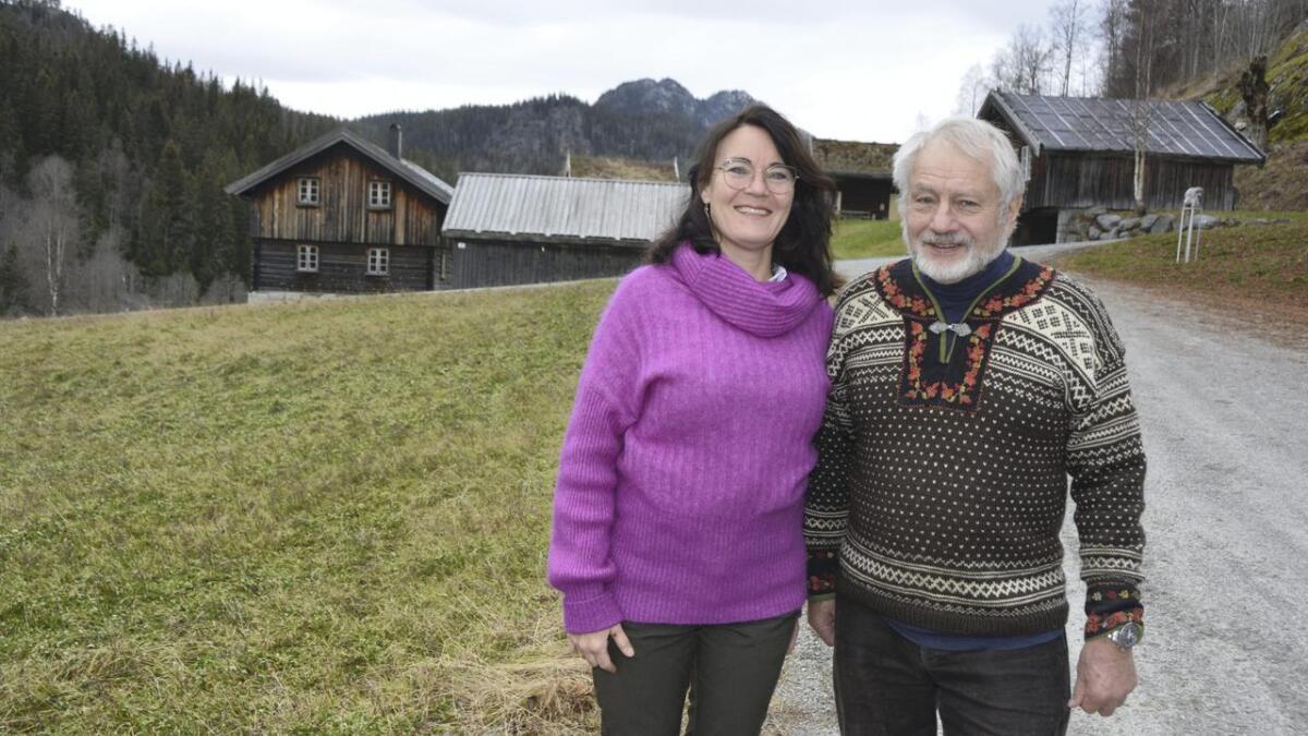 Marit Svalastog og Dag Aanderaa vil at du skal ta ein omveg og oppdage den mytiske delen av Telemark. I Hjartdal, Svartdal og Flatdal serverer dei segn og eventyr i eit levande kulturlandskap.