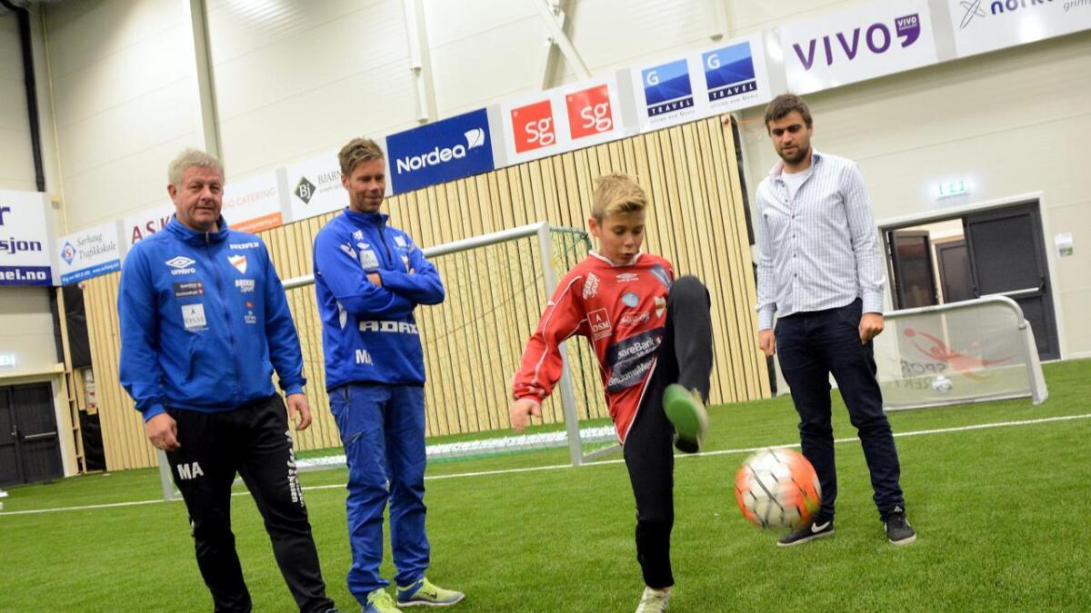 Samarbeid. Fotballturneringen er et samarbeid mellom Express, Panna Norge og Bibelskolen. Her er de representert ved Magne Aslaksen, Egil Andre Hoel, Bendik Hoel og David Fredriksen.