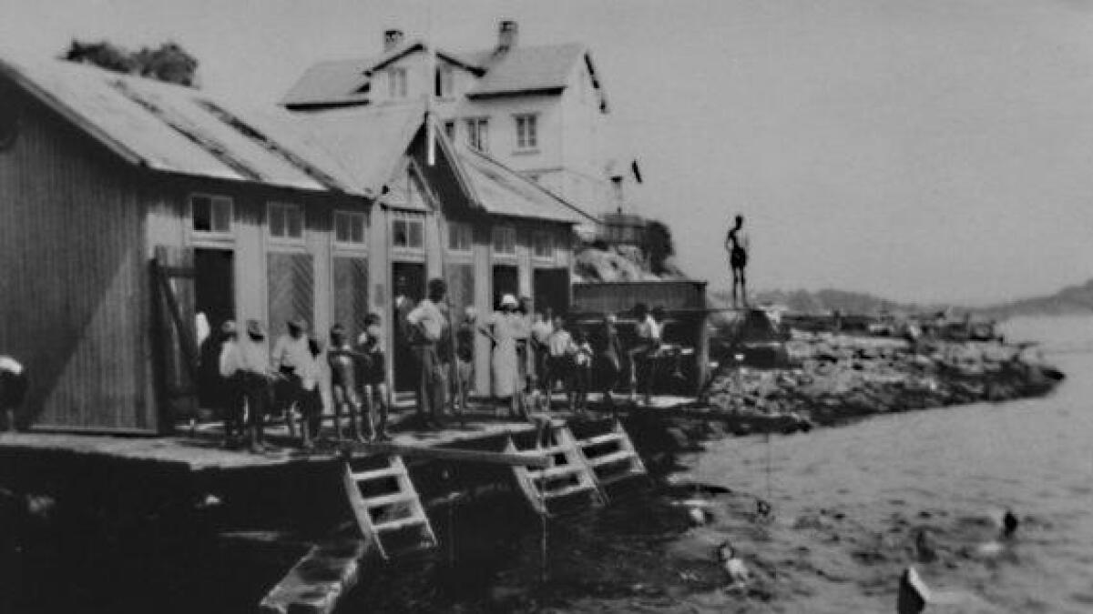 I sommerhalvåret var dette et yndet sted både for barn og voksne. Det ble revet og flyttet i 1945.