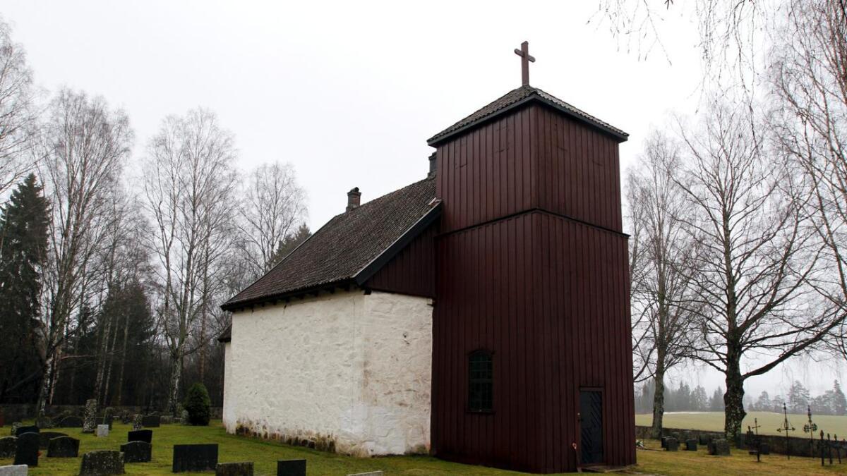 Ærverdige Romnes kirke slik klenodiet framstår nå i mars 2014.