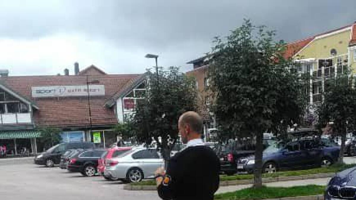 Kommunalt ansatte har i sommer sjekket om folk følger parkeringsreglene.
