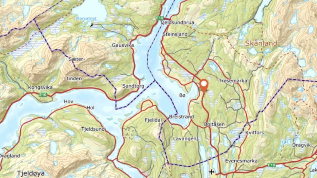 Ulykka er oppgitt å ha vært ved Kvitbergan, mellom Tjeldsund og Evenes.