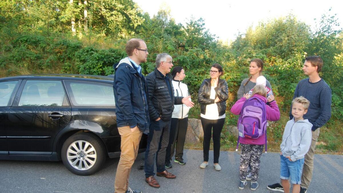 Både politikere og beboere var fornøyd etter gårdsdagens dialog om tyrggere skolevei for ungene fra Kaldvell.