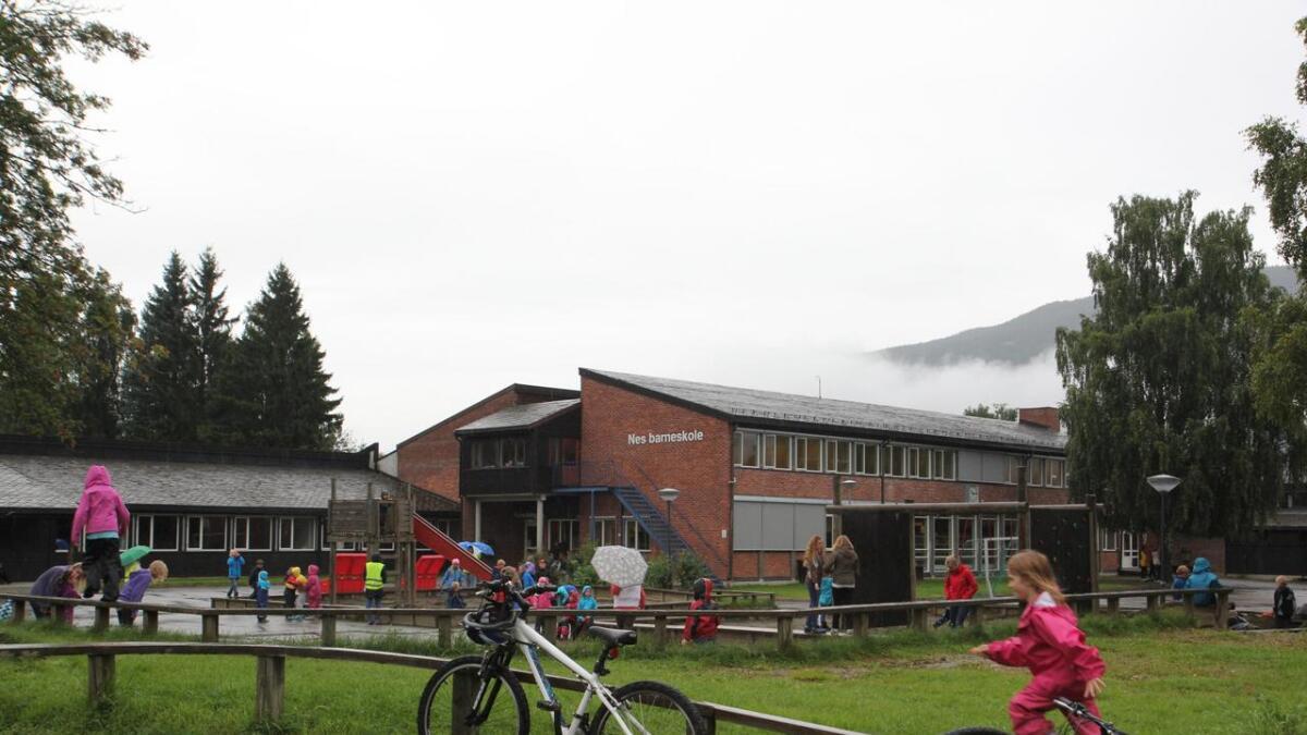 Nes barneskole, (på bilete) blir ikkje slått saman Nes ungdomsskole.