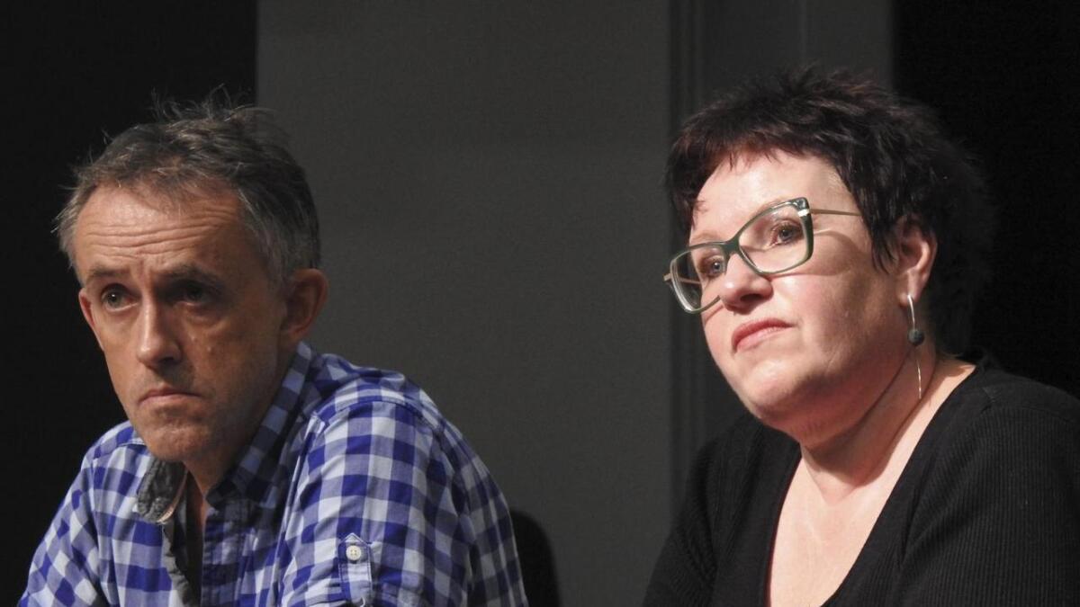Rådmann i Fitjar, Olaug Haugen, og skulesjef Johan Karsten Raunholm har ein tøff økonomisk situasjon i åra framover. Når dette skal diskuterast med politikarane vil ein ikkje ha tilhøyrarar.