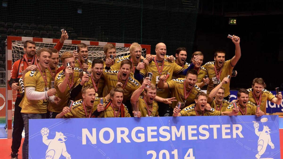Her er cupmesterne etter seieren 23-22 over Bodø i Oslo Spektrum tirsdag kveld.