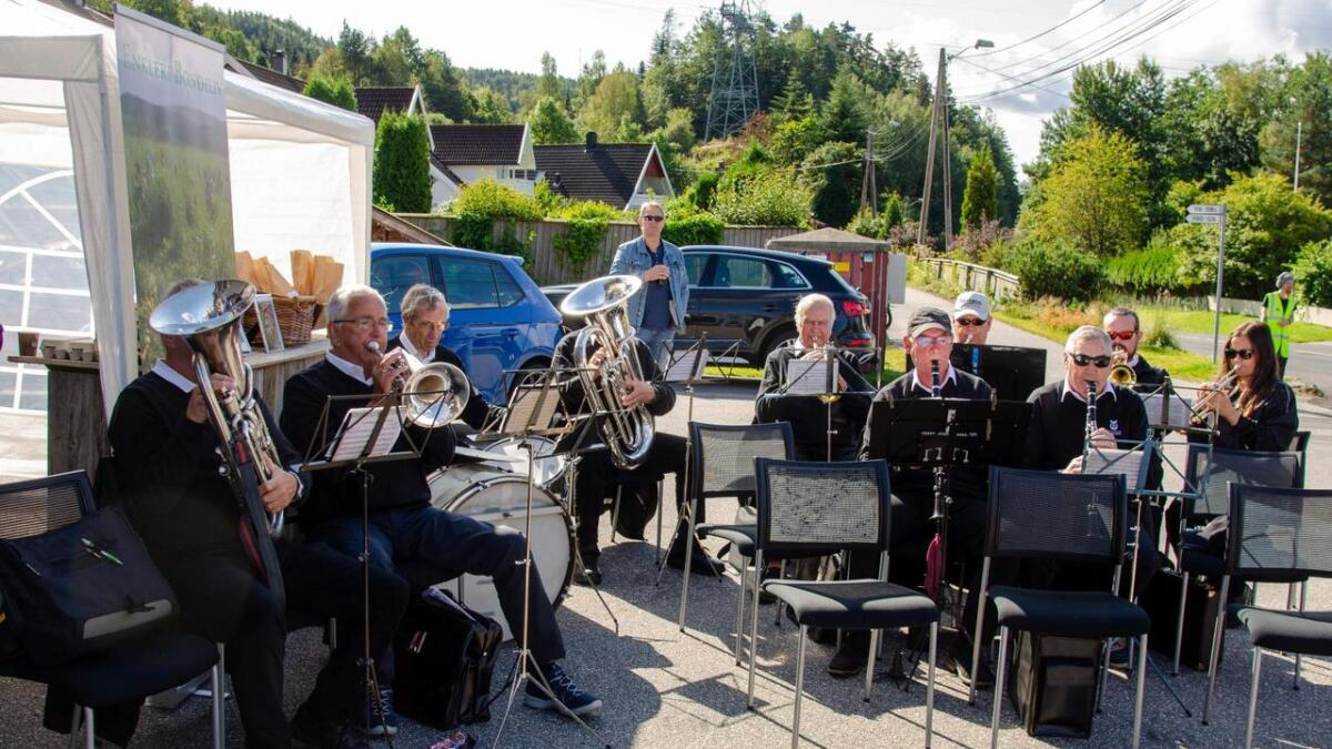 Vennesla veterankorps tryllet frem kjente toner fra instrumentene sine.