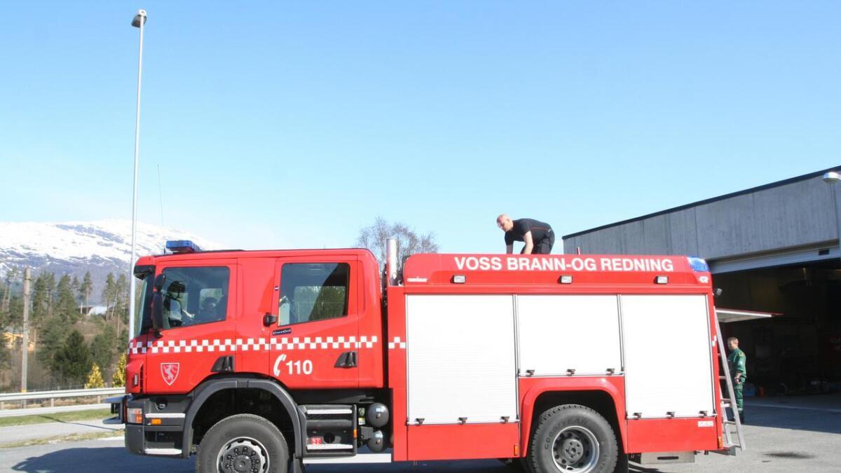 Brannvesenet rykte ut til røykutvikling i Ulvik. Biletet er nytta som illustrasjon til saka.