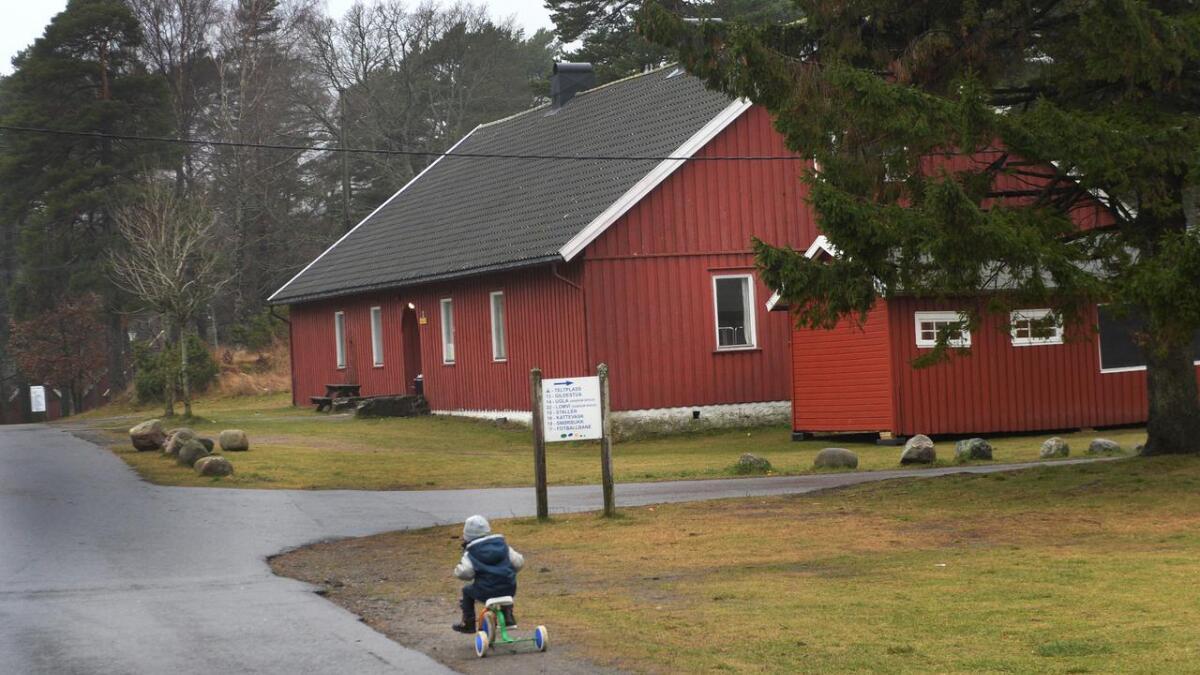 Landets kommuneleger, med Arendals kommuneoverlege Preben Aavitsland i spissen, krever at Folkehelseinstituttet løser problemene med manglende vaksiner og helsejournaler blant asylsøkere. Dette bildet viser transittmottaket på Hove leir i Arendal.