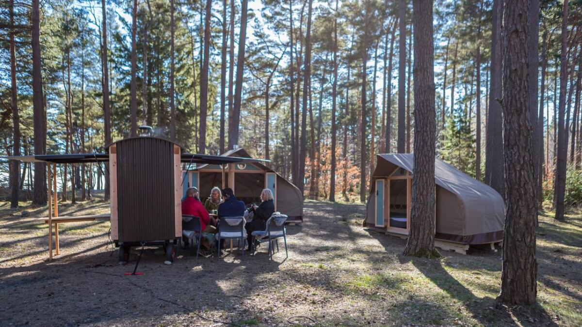 Slik vil Canvas Hove, som har inngått leieavtale om drift av campingplassen på Hove, det skal se ut. I sommer blir det båttelt, yurter, cocooner og mobile kjøkken, i tillegg til eksisterende utleiehytter.