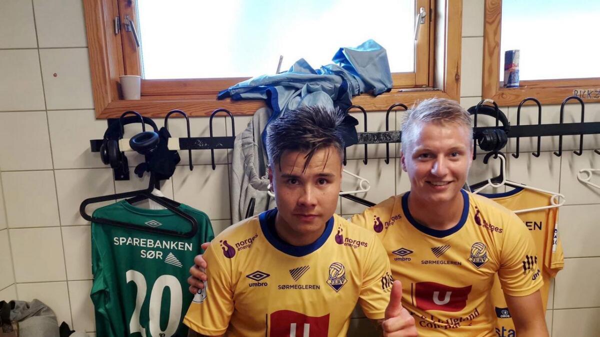 Alexander Dang (2) og Ole Marius Håbestad (t.h.) etter den imponerende 3-2-triumfen mot Sandnes Ulf. Jerv har fortsatt aldri tapt mot rogalendingne i 1. divisjon (5-5-0 på 10 kamper).