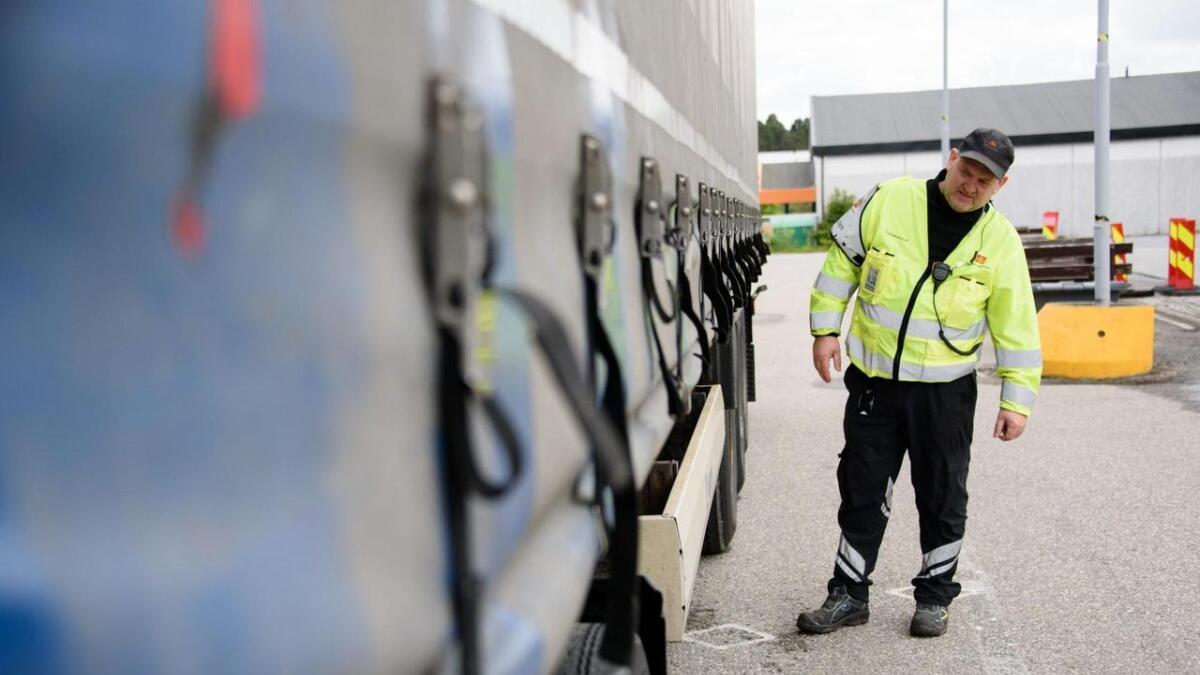 Kontrolleiar Jo Kjetil Strand og Statens Vegvesen har hatt ei rekkje kontrollar denne veka.