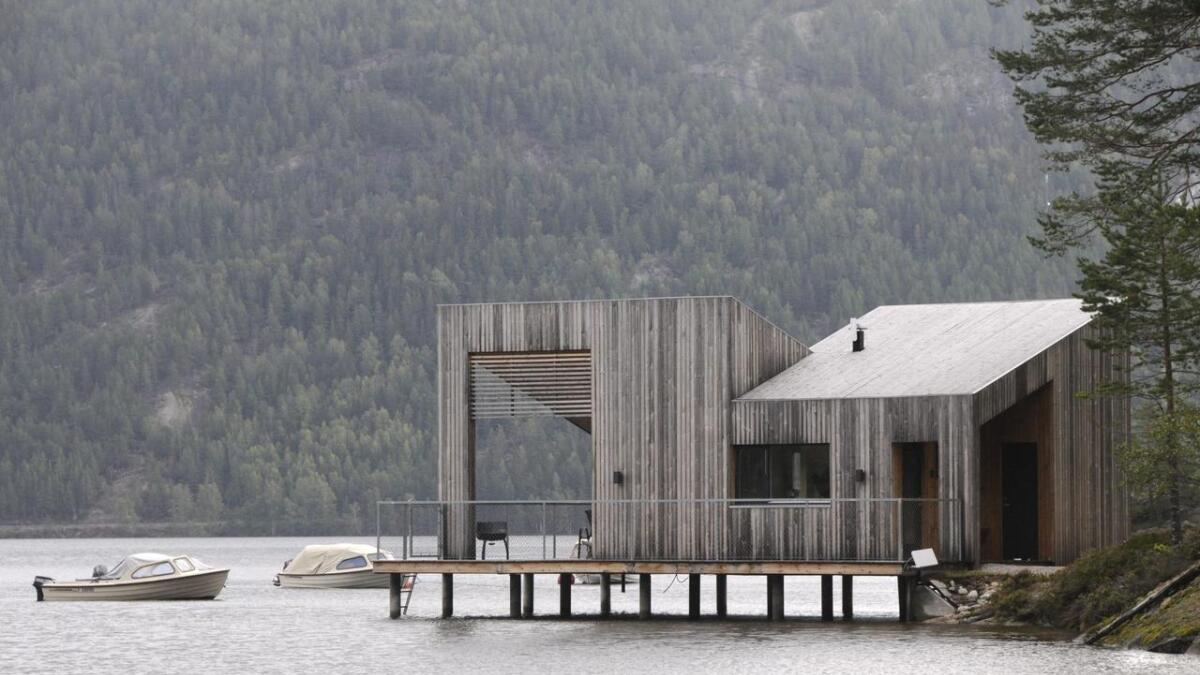 For to år sidan bygde Åshild Reime og Michael Berggren Pålehytta ved campingplassen sin på Fjone. No ynskjer paret at kommunen opnar for hytter ute i vatnet ved Trontveitøya. Båe