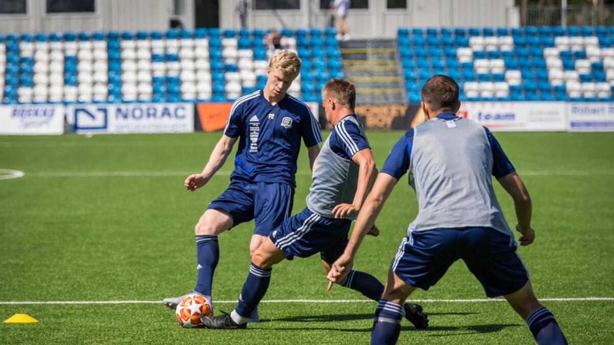 Tobias Arndal har vist seg frem for Steinar Pedersen og Arendal på noen treninger denne uka.