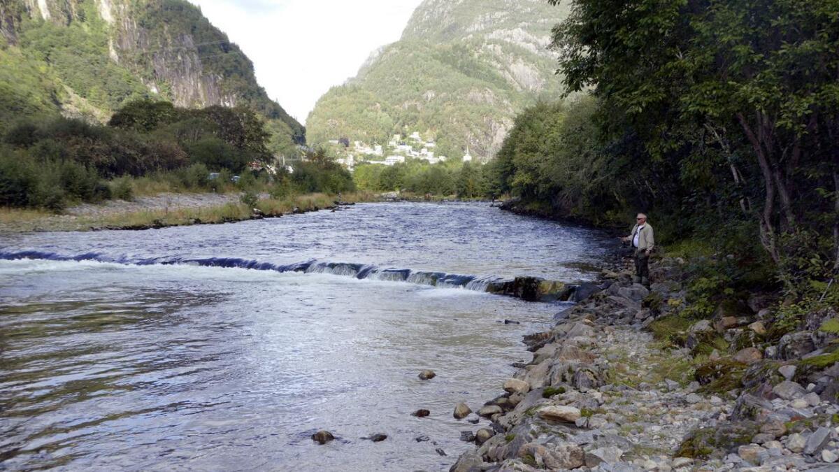 Det var heilt passeleg med vatn i Daleelva for godt fiske laurdag.