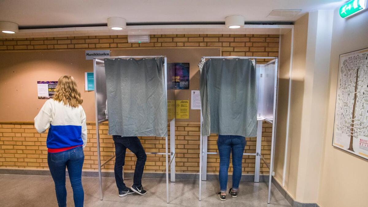 Fra et stemmelokal under årets valg.