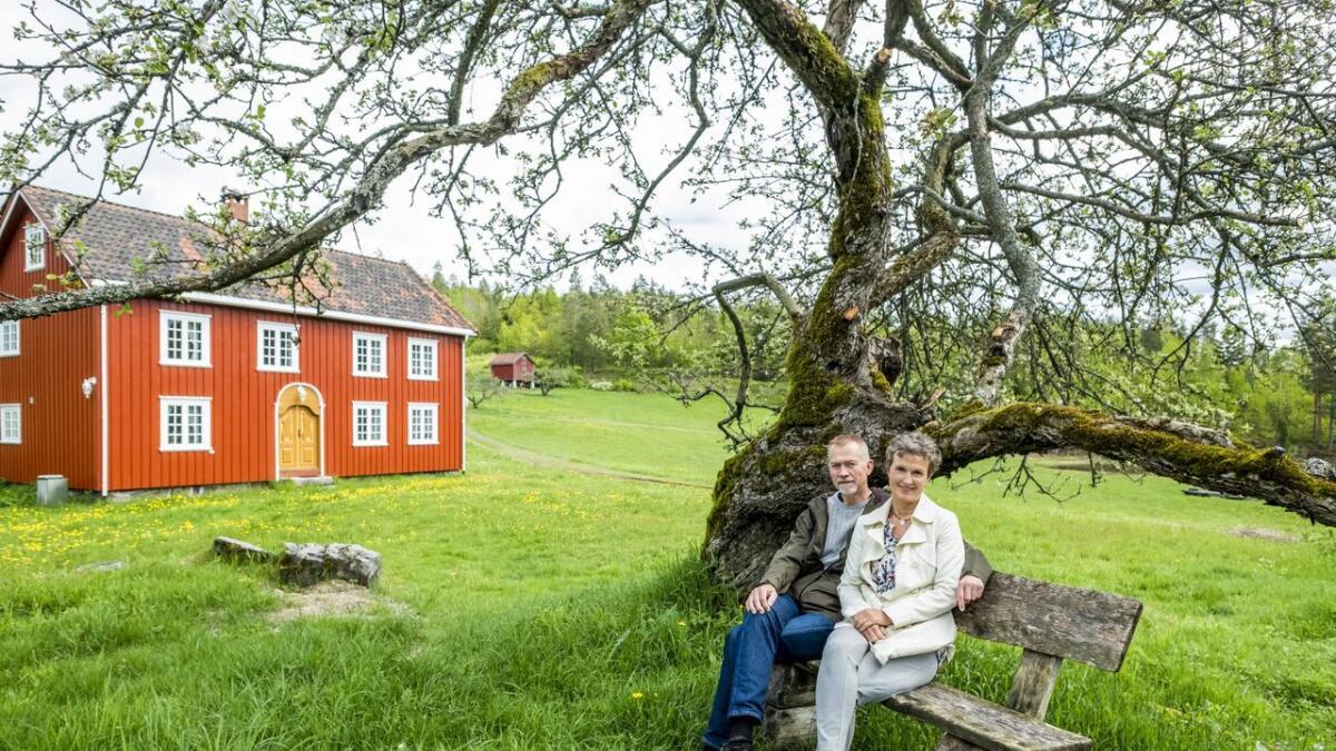 Gunnar og Hanne Naas eier Lundereid gård som nå skal brukes til                  Farmen-innspilling. Gården har vært i familien til Gunnar mange generasjoner og han har gode minner fra sin egen barndom på gården.