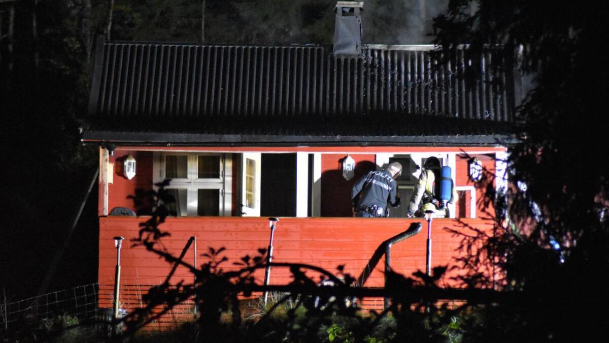 Det var i Kveldrovegen på Gvarv at det i natt til torsdag at det  brant i en hytte.